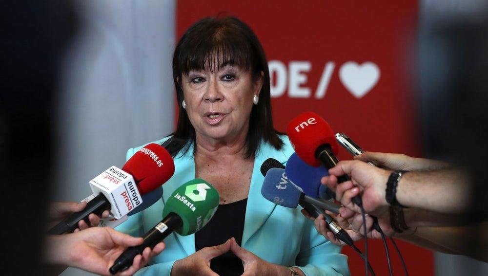 Cristina Narbona ante los medios
