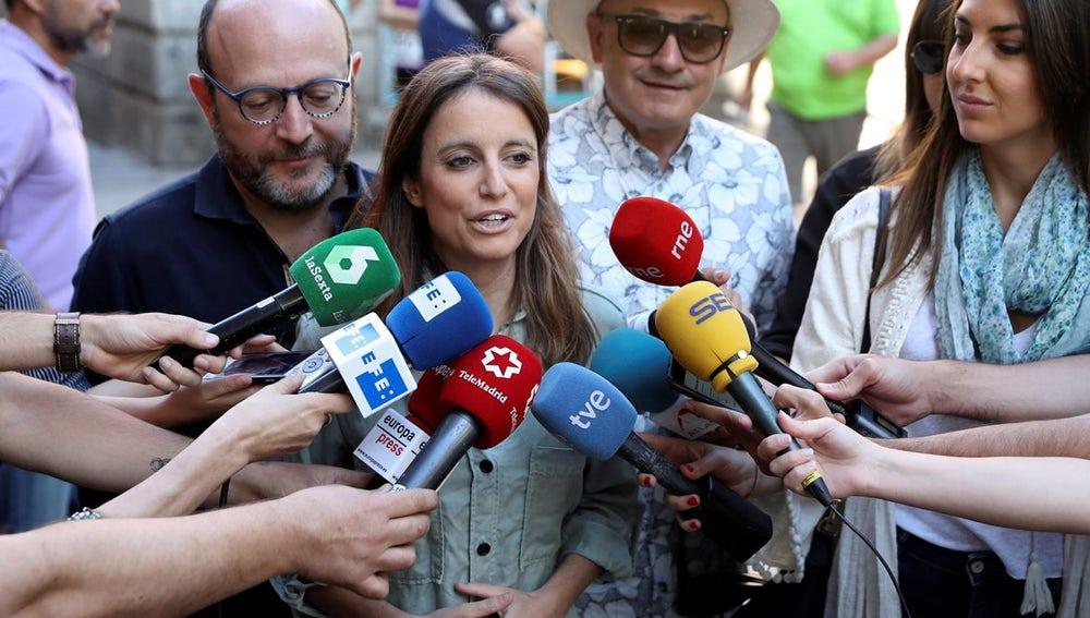 Andrea Levy ante los medios