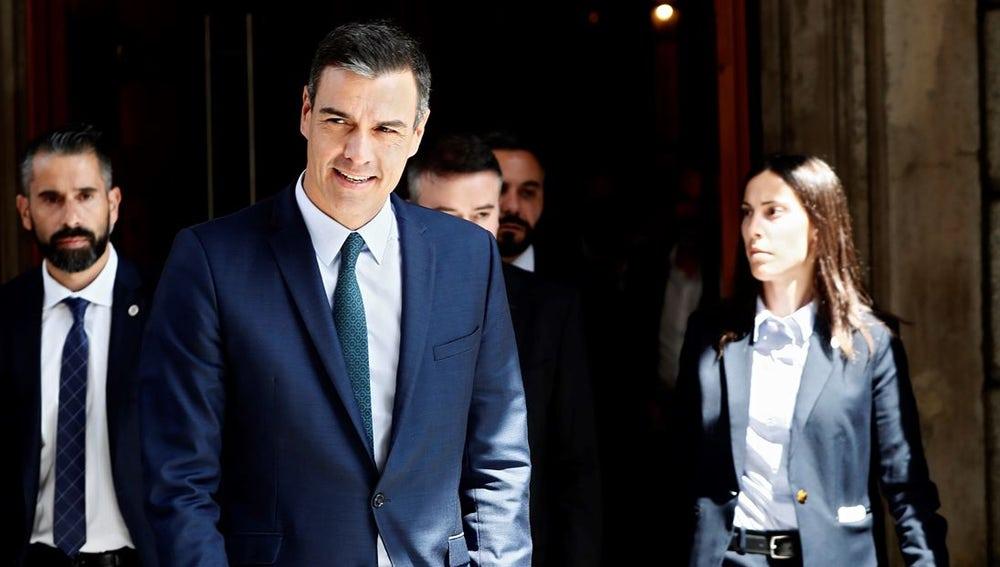 Pedro Sánchez saliendo del Congreso
