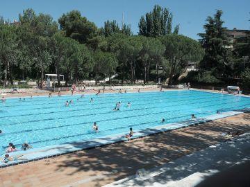Imagen de archivo de una piscina de Madrid