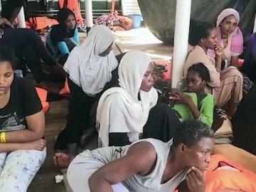 Migrantes a bordo del 'Open Arms'