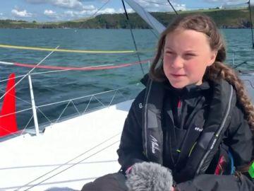 Greta Thungberg en el velero donde emprenderá su viaje.