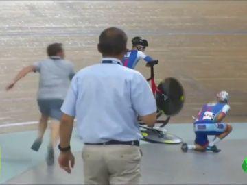 Salvador: un mecánico aparta una bicicleta 'in extremis' y evita un accidente múltiple