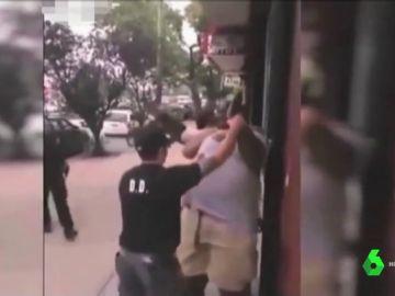 Detenido el policía que acabó con la vida de Eric Garner