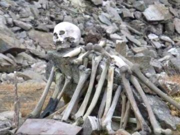 El mayor misterio del Himalaya: ¿de quién son los huesos humanos que descubrió el deshielo del lago Roopkund?