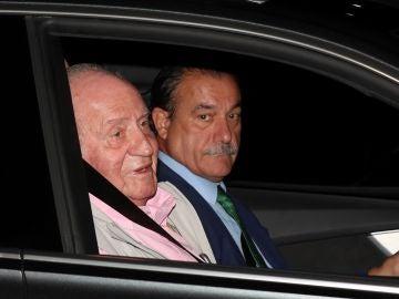 El rey Juan Carlos a su llegada a la Clínica Quirón para someterse a una intervención quirúrgica cardíaca