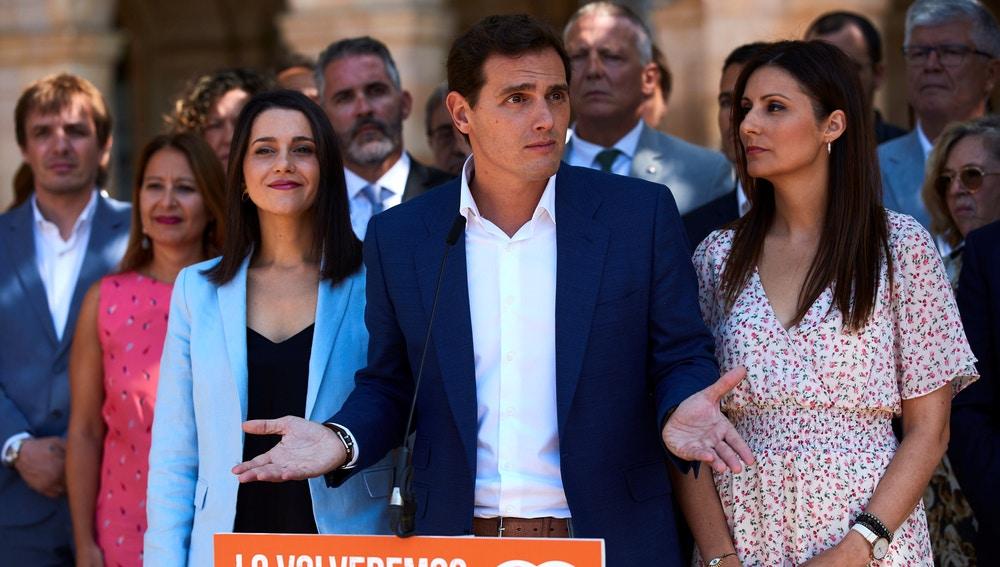 El presidente de Ciudadanos en el exterior del Parlament de Catalunya