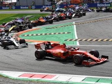 Sainz abandona en la vuelta 28 por una rueda mal apretada
