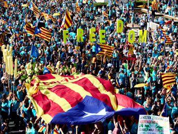 Miles de personas se concentranen Barcelona durante la manifestación independentista
