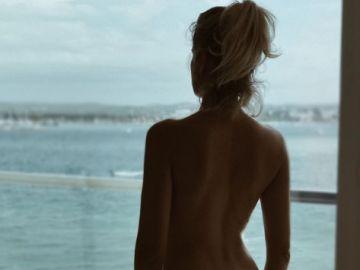 El desnudo de Adriana Abenia