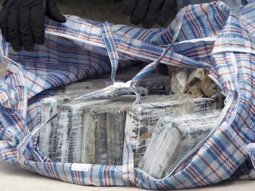 Fardos de droga requisados en una operación de los Cuerpos y Fuerzas de Seguridad