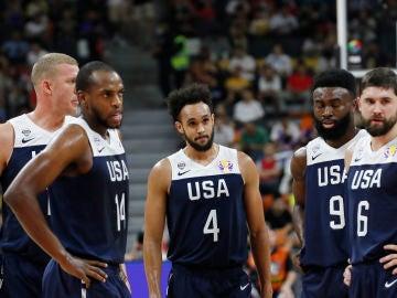 Los jugadores de Estados Unidos, abatidos ante Serbia