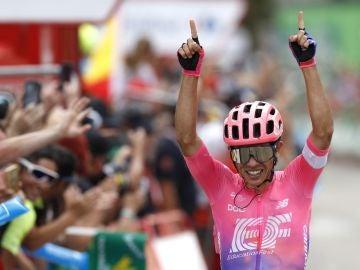 Sergio Higuita celebra su victoria en la 18ª etapa de la Vuelta