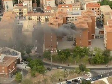 El helicóptero de la Vuelta graba un incendio en directo
