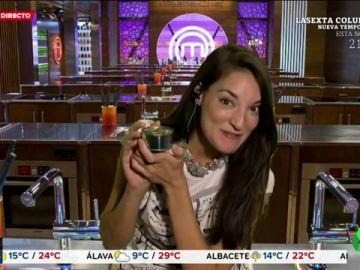 Tamara Falcó llega a Arusitys (interpretada por Leonor Lavado) para dejar ver sus dotes culinarias