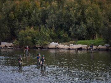 Agentes de los Mossos d'Escuadra y de los Bomberos en el operativo de búsqueda