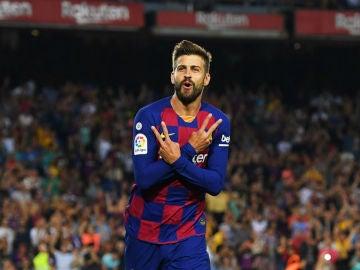 Piqué celebra un gol con el Barcelona