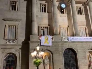 El Ayuntamiento de Barcelona retira el lazo amarillo por orden de la Junta Electoral
