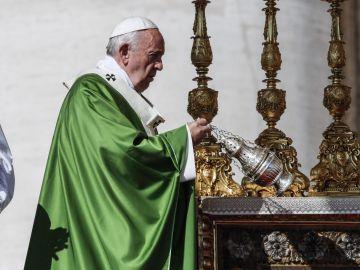 El papa pide recuperar la humanidad en la Jornada del Migrante.