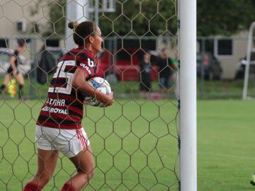 Una jugadora del Flamengo celebra un gol