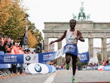 Bekele entra en meta en Berlín