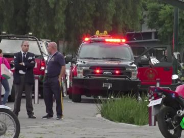 Mueren dos jóvenes al descarrilar un coche de una montaña rusa en México