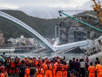 Derrumbe de un puente en Taiwán