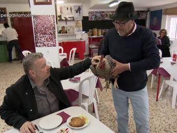 El surrealista momento en el que Chicote conoce el pollo de campo del Mosto Tejero en pleno comedor