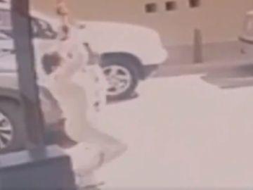 La excongresista huyó tras descolgarse con una cuerda desde una ventana