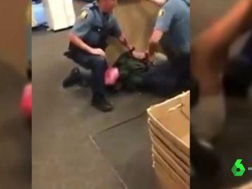 Brutal detención policial a una niña negra en EEUU