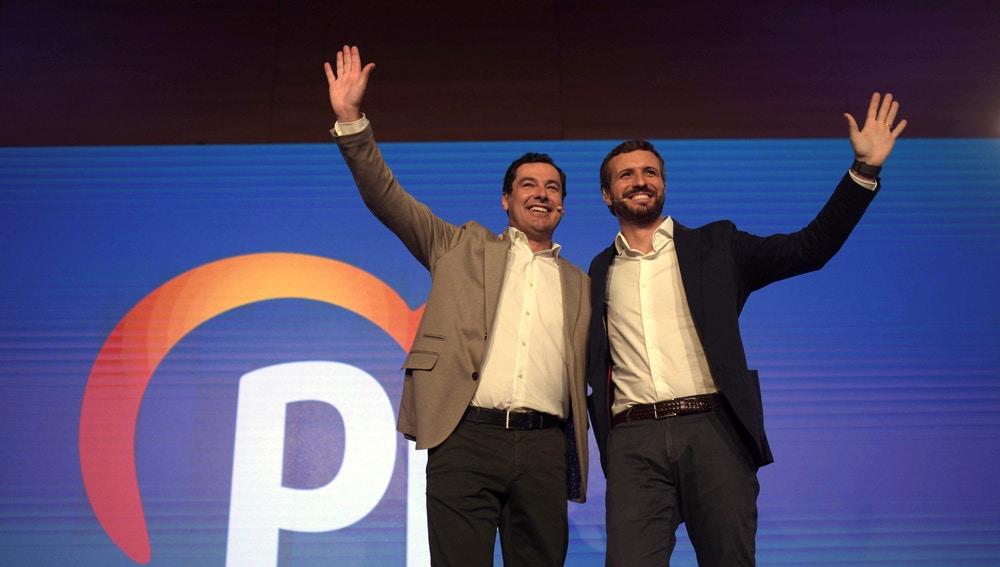 El presidente del PP, Pablo Casado, junto al presidente de la Junta de Andalucía, Juanma Moreno