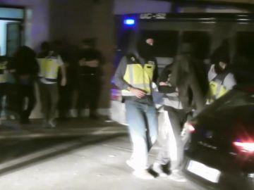 Imagen de la detención del joven responsable de la productora de vídeos con amenazas terroristas
