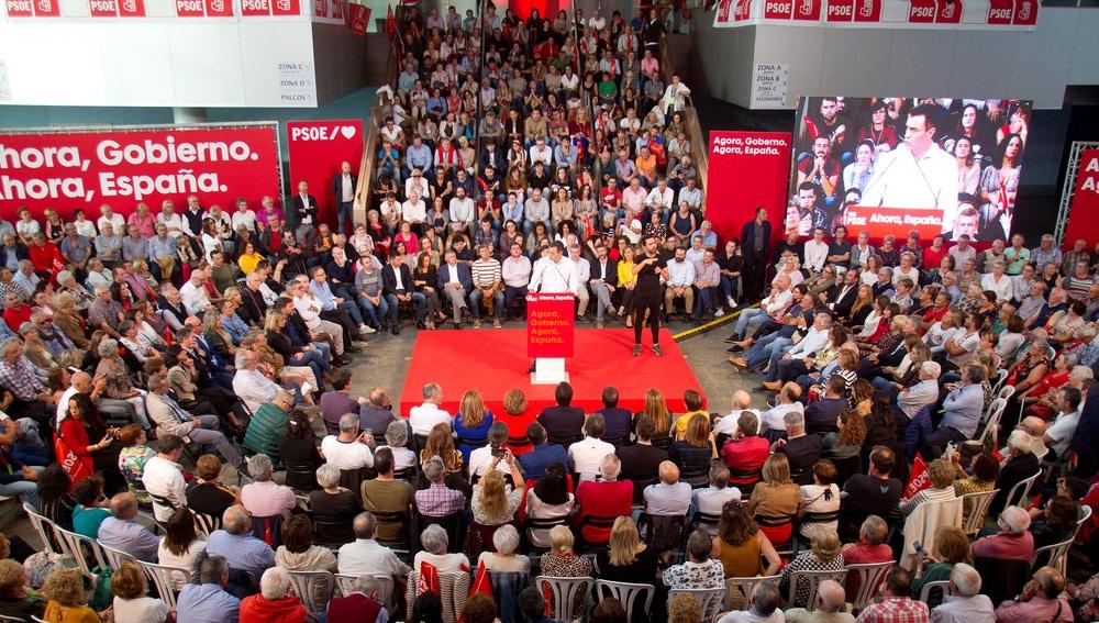El presidente del Gobierno en funciones, Pedro Sánchez, interviene en un acto de precampaña en Vigo