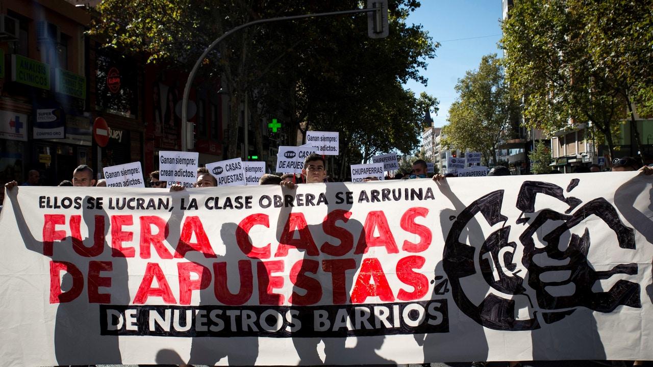 Manifestación en Madrid contra la proliferación de casas de apuestas