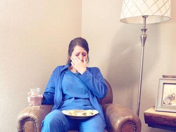 """El emotivo mensaje de una mujer a su hermana tras verla llorar por 53 horas de trabajo: """"Caty, (y todas las enfermeras): sois especiales"""""""