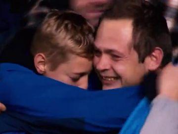 Emociona solo con verlo: el maravilloso gesto de Vormer con un niño en la Liga belga