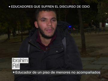"""Educadores que sufren el discurso de odio por ayudar a los menores no acompañados: """"Siento las miradas de odio"""""""