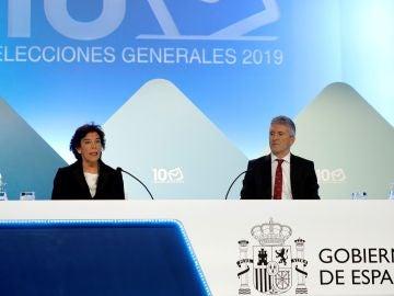 El ministro de Interior en funciones, Fernando Grande Marlaska, junto a la ministra portavoz Isabel Celaá