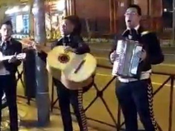 Imagen de los mariachis enviados por Forocoches a la sede de Ciudadanos