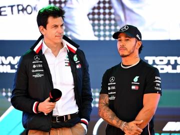 Toto Wolff y Lewis Hamilton, en un acto de Mercedes