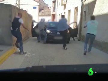 Graban la espectacular detención de los cabecillas de dos grupos criminales dedicados a atracar bancos