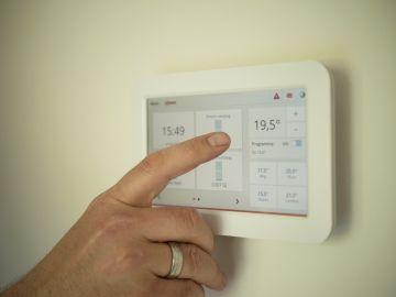 Imagen de archivo de un termostato digital.