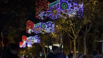 Luces en una calle de Barcelona en una imagen de archivo