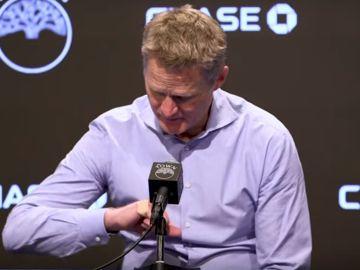 Steve Kerr en sala de prensa