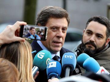 Juan Carlos Quer ante los medios