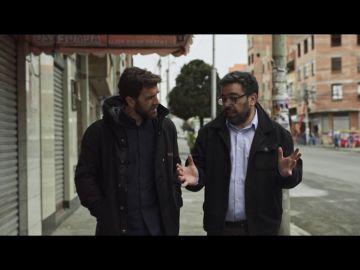 Gonzo y el periodista Fernando Molina
