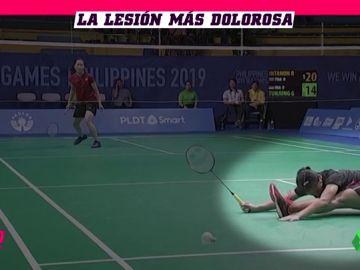 Se rompe en pleno partido de badminton: Una jugadora indonesia trató de salvar una bola pero su cuerpo no aguantantó