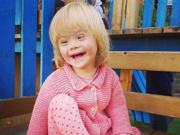 Alba, una pequeña con Síndrome de Down