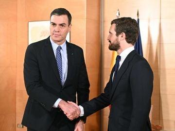 Reunión entre Sánchez y Casado para hablar de la investidura