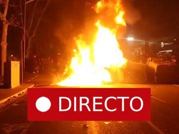 Barcelona - Real Madrid | Incidentes: La policía carga contra los manifestantes fuera del Camp Nou tras el partido de fútbol, en directo